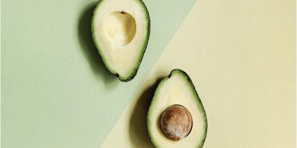 Cum foloseşti uleiul de avocado pentru un ten strălucitor şi un păr sănătos