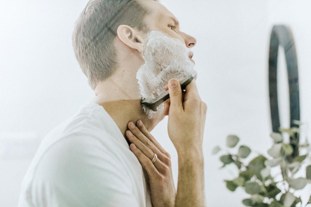 Tot ce trebuie să știi despre bărbierit – sfaturi, trucuri, produse
