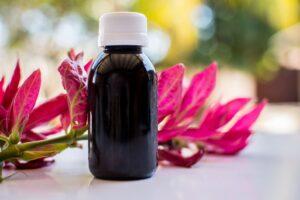 Beneficii ale uleiului de ricin pentru sănătatea părului și a pielii