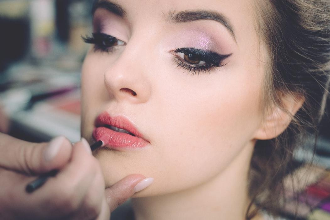 Top 10 produse cu acid hialuronic pentru pielea și părul tău